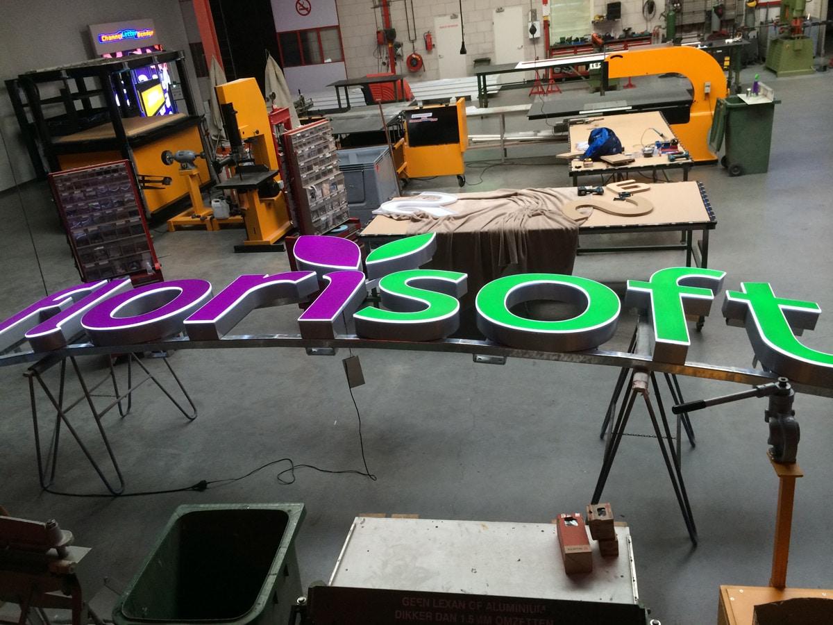 doosletters-vacuum-gevormd-op-constructie